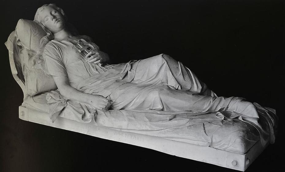 Κοιμωμένη - Sleeping Female Figure