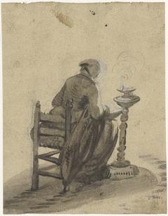 Zittende vrouw, van achteren, werkend bij een olielamp