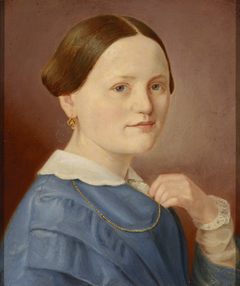 A portrait of a lady with a necklace with a light dress