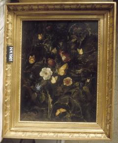 Stilleven met rozen, distels en andere planten, omgeven door vlinders en een slang