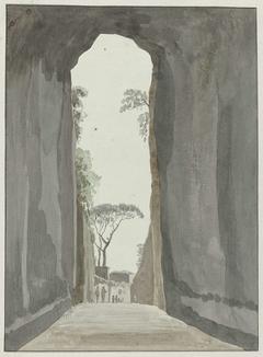Uitgang van grot Crypta Neapolitana (of Grotta di Posillipo) aan de kust van Pozzuoli