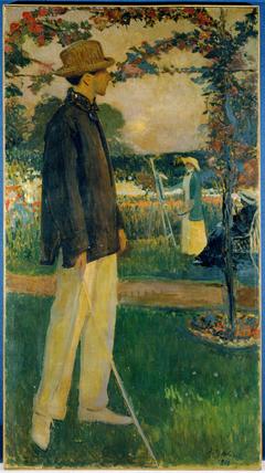 Portrait de Jean Cocteau (1889-1963), écrivain, dans le jardin d'Offranville
