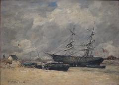Bateaux de pêche sur la plage. Trouville, marée basse