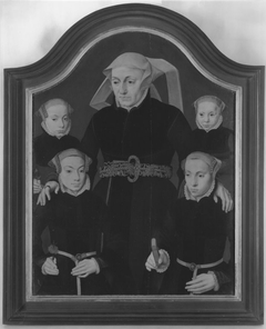 Family portrait: A mother with four daughters